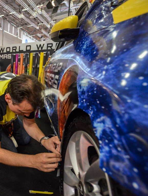 FESPA_World_Wrap_Masters_2015_competitor_in_action